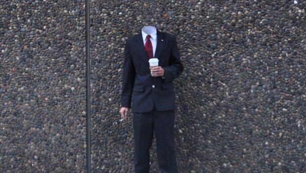Take Your Twenty, by KROCKY MESHKIN (cc-by-nc-nd) פרטיות אנונימיות איש בלי ראש בחליפת עסקים שותה קפה ומעשן סיגריה https://www.flickr.com/photos/krockymeshkin/14027358215/in/dateposted/