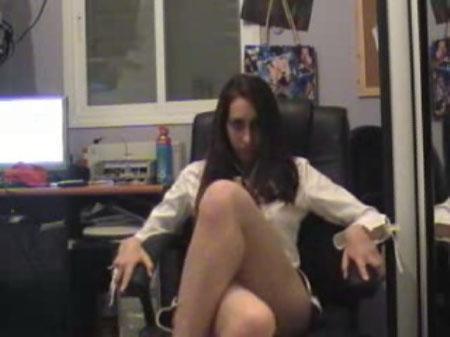 """ליטל מייזל בפריים מהסרטון """"Hey clip"""""""