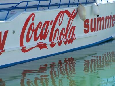לוגו קוקה קולה על ספינה בקפריסין. צילום: עידו קינן, cc-by-sa