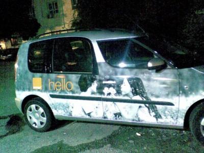 נושפים בסביון על מכונית של אורנג'. צילום: אסף הוכמן