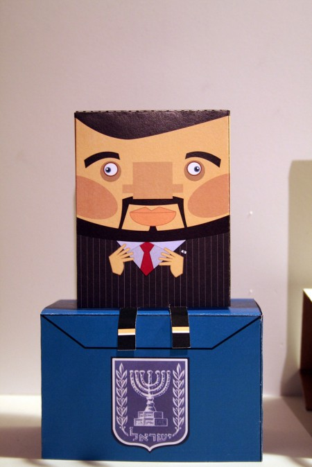 קופסון של אביגדור ליברמן. יוצר: רן קר-פה