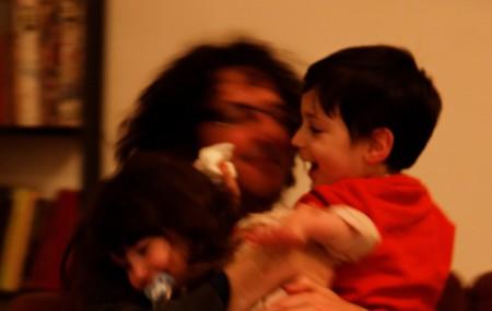אוהד עוזיאל וילדיו. צילום: אורי רז