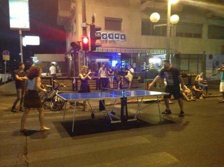 פינג פונג בכביש בתל אביב. צילום: שירה וינברג