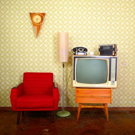 טלוויזיה בסלון וינטג'. צילום: vita khorzhevska / Shutterstock