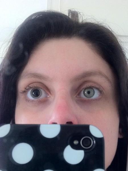 לי להב אחרי בדיקת עיניים. צילום עצמי