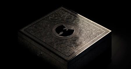 """מארז האלבום """"ה-ווּ – היׂה היה בשאולין"""" של וו טאנג קלאן בעיצוב Yahya. צילום מהאתר הרשמי של Yahya"""