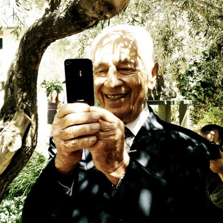 שמעון פרס וטלפון סלולרי. צילום: israeltourism (cc-by-sa)