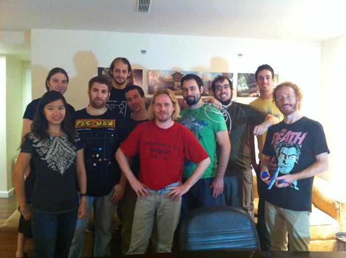 צוות הפיתוח של משחק המחשב Bolt Riley. עודד שרון במרכז בחולצה האדומה