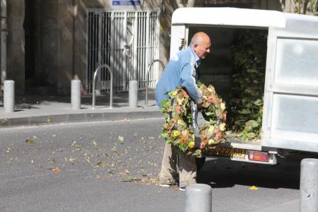 איש מוביל זרי זכרון ליום הזכרון, ירושלים, 2014. צילום: עידו קינן