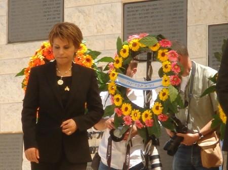 דליה איציק בטקס אזכרה לחללי פעולות טרור בהר הרצל בערב יום העצמאות 2008. צילום: אנדר_ויק