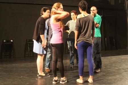 השחקנים והבמאים בחזרות להצגה  Out of Mea Shearim. צילום: עידו קינן, חדר 404