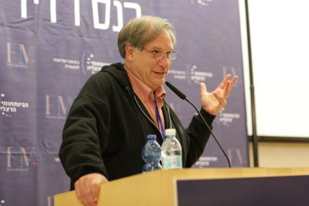 רוברט קרולוויץ', מגיש-שותף של תוכנית הרדיו רדיולאב, בכנס הרדיו השנתי בבינתחומי הרצליה, 3.2015. צילום: ענת מזור