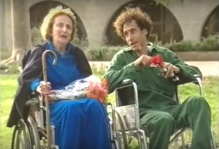 """לא יכולה להשתתף במבצע. סבתא חיה. צילומסך מהסרט """"מבצע סבתא"""""""