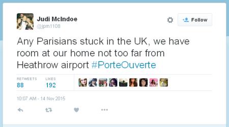 משתמשת טוויטר מציעה סיוע לפריזאים שתקועים מחוץ לצרפת בגלל מתקפת הטרור בפריז, באמצעות ההשתג #PorteOuverte