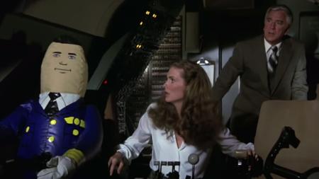 """הטייס האוטומטי בסרט Airplane! (""""טיסה נעימה"""")"""
