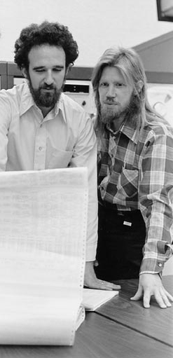 וויטפילד דיפי ומרטין הלמן, 1977. צילום: צ'אק פיינטר/Stanford News Service