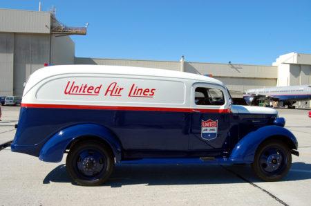 רכב שירות של יונייטד איירליינז. תמונה: Todd Lappin (cc-by-nc)