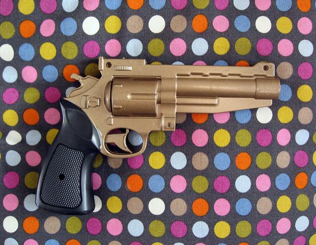 אקדח זהב 📷 duncan c (cc-by-nc)