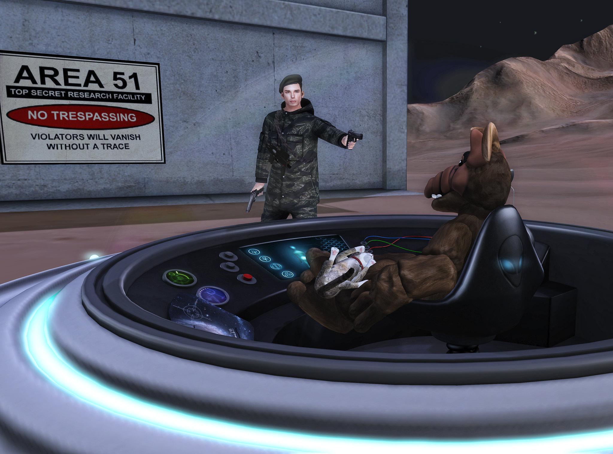 חייל מאיים על אלף באיזור 51 📸 Nerdfinds (Sam & Izzie) cc-by-sa